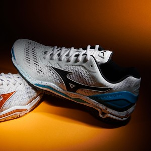 2020 Badminton Shoes Answer is Mizuno, M