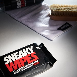 MAKE YOUR SHOES CLEAR SNEAKY WIPES & CLE